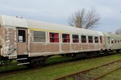 Wagony (od lewej) 94AA 8542 oraz 94AB 8535 (foto Piotr Mróz)