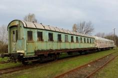 Wagony (od lewej): salonka 8532, 94AA 8542 oraz 94AB 8535 stojące już na bocznicy firmy Protor (foto Piotr Mróz)
