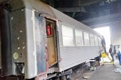 Wyrównywanie powierzchni na wagonie (foto Piotr Mróz)