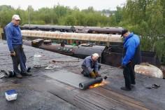 Układanie papy (foto Piotr Mróz)