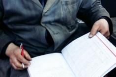Wypisywanie ksiązki pojazdu trakcyjnego (foto Piotr Mróz)