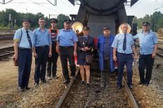 Wspólne zdjecie osób biorących czynny udział w prowadzeniu pociągu specjalnego (foto Piotr Mróz)