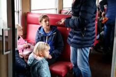 Liczną grupę pośród podróżujących to dzieci (foto Piotr Mróz)