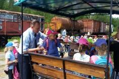 Jak przystało na kierownika pociągu wolne miejsca zajmowane przez przedszkolaków