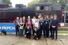 Zdjecie wspóle z członkami Nowosądeckiego Stowarzyszenia Miłośników Kolejnictwa