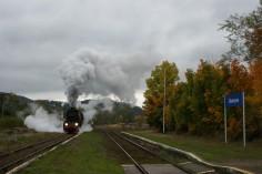 Wyjazd ze stacji Głuszyca (foto Piotr Mróz)