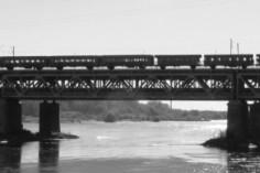 29.09.2018 Pociąg retro z lokomotywami Ty42-24 oraz EP05-23 wraz z wagonami 94A i Bi na moście Gdańskim (foto Krzysztof Kaczyński)
