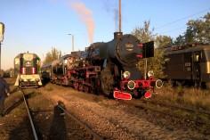 W oczekiwaniu na odjazd na stacji Sosnowiec Jęzor (PKP) po lewej TEM2-269 (foto Krzysztof Jakubina)