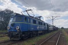 EU07-119 wraz ze składem w stacji Łabędy (foto Piotr Mróz)